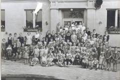 Zdjęcie przedstawia dzieci pracowników Agromy 1958 A46-8900006