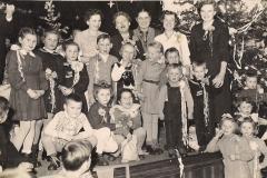 Tradycyjna choinka dla dzieci w dn.2 stycznia 58 r w świetlicy Zakł.g.p.z.rOL W Szczypiornie