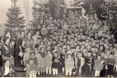 Tradycyjna choinka w roku 1958 2-go stycznia