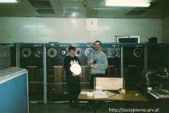 """Zdjęcie wykonane w Agromie w marcu 2002 roku. Przedstawia pierwszy komputer """"odra"""" który znajdował się w przedsiębiorstwie."""