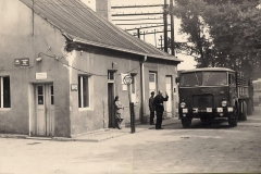 Zdjęcie przedstawia stary budynek portierni Agromy A46-8900018